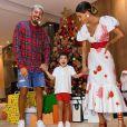 Aline Gotschalg completa look de Natal com sandália de cordas vermelha