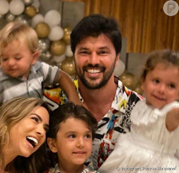 Patricia Abravanel reuniu o marido e filhos em foto de réveillon: 'A vida tem que ser celebrada!'