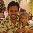 Filho de Patricia Abravanel e Fabio Faria, Senor combinou look florido com o pai