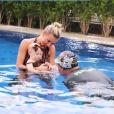 Ana Paula Siebert participa de 1ª aula de natação da filha com Roberto Justus