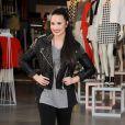 Demi Lovato quebrou a perna recentemente, o que não a impediu de continuar a se apresentar