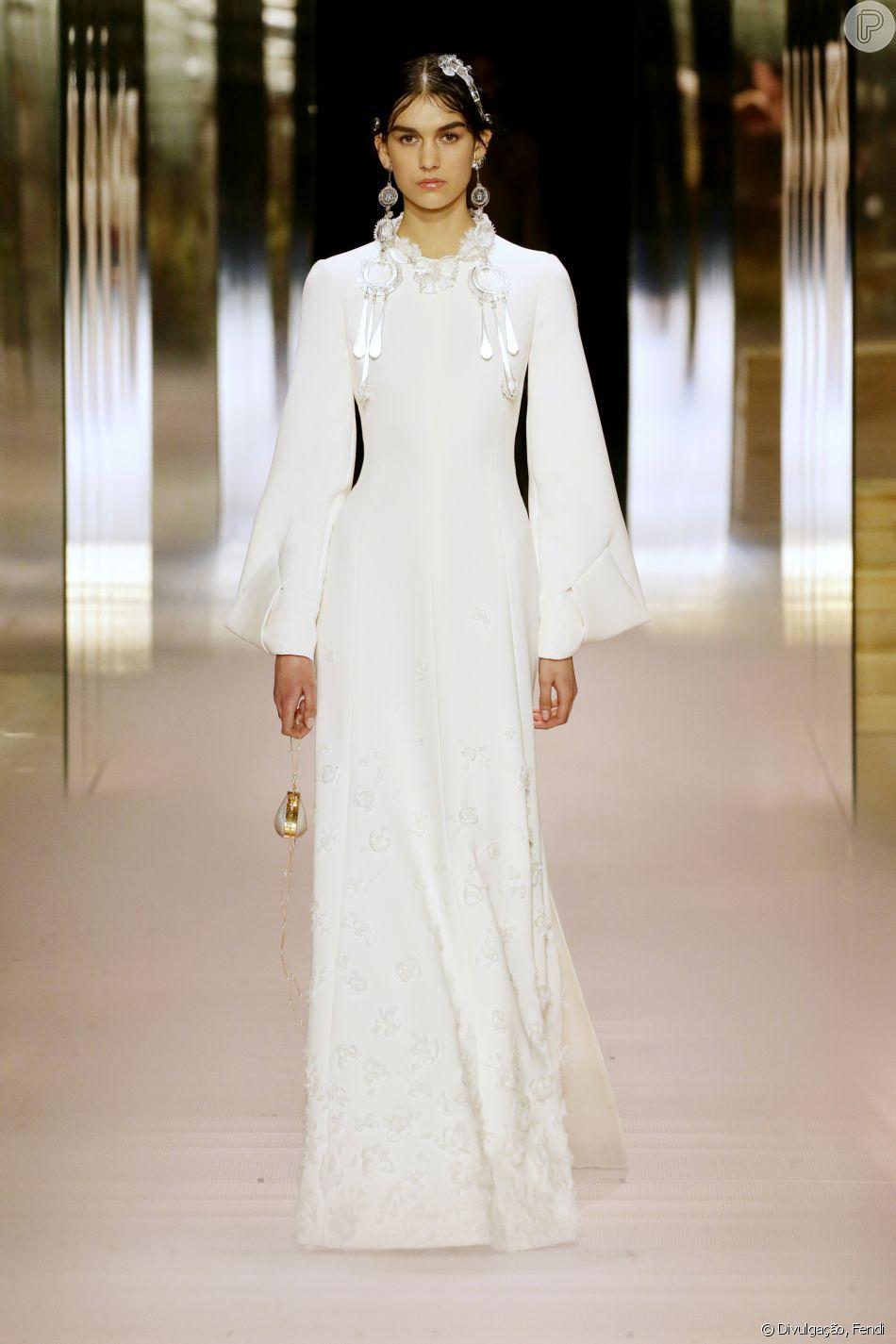Semana de moda de alta-costura de Paris tem acessórios surrealistas