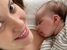 Nathalia Dill posa com a filha e Mateus Solano repara em detalhe: 'Bochecha da mamãe'