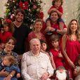 Silvio Santos reuniu a mulher, Iris Abravanel, e uma parte das filhas, genros e netos no Natal