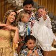 Patricia Abravanel compartilha frequentes cliques com o marido, Fábio Faria, e filhos, Pedro, Jane e Senor na web