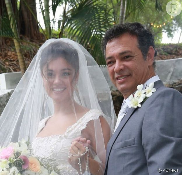 Sophie Charlotte relembrou 1 mês da morte do pai, José Mario, com foto em família