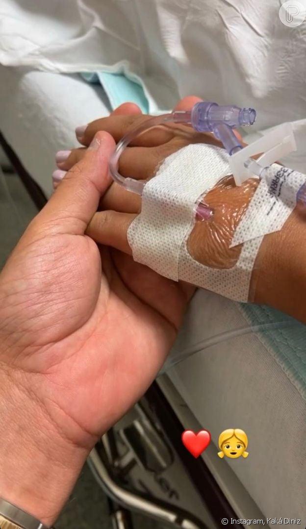 Kaká Diniz exibe foto de Simone na maternidade, antes do nascimento da filha