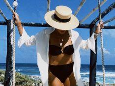 Biquíni e batom vermelho! Juliana Paes aposta em combinação fashion na praia