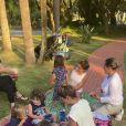 Patricia Abravanel organizou piquenique com os três filhos, Pedro, Jane e Senor