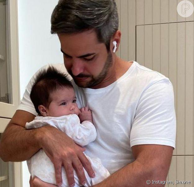 Marido de Simone se encanta por semelhança entre cantora e a filha, Zaya. Confira!