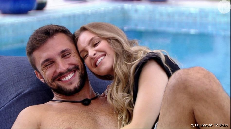 Carla Diaz e Arthur ganharam o prêmio de 'Melhor Casal' do 'BBB 21'