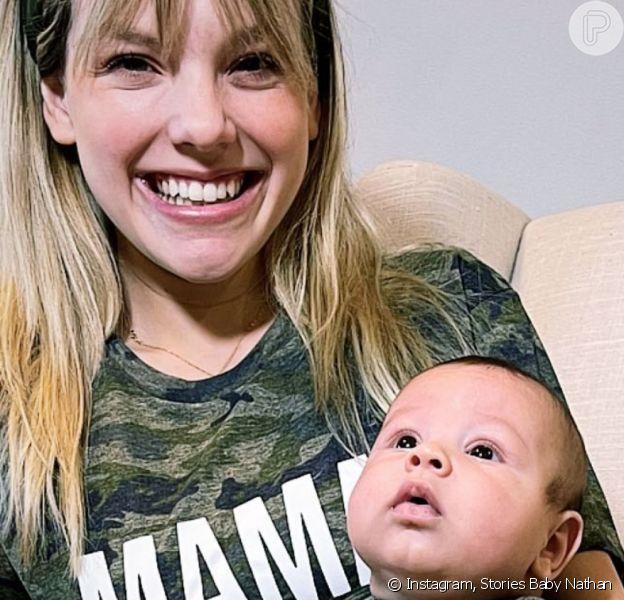 Letícia Navas combinou look divertido com o filho, Nathan, de 3 meses
