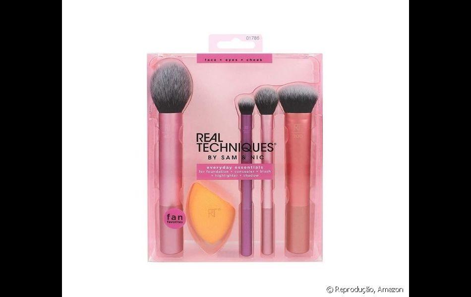 O kit de pincéis é uma boa pedida para agradar quem ama maquiagem no Dia dos Namorados!