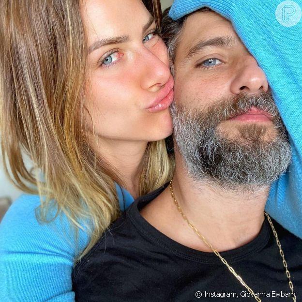 Giovanna Ewbank abraça Bruno Gagliasso em foto no Dia dos Namorados