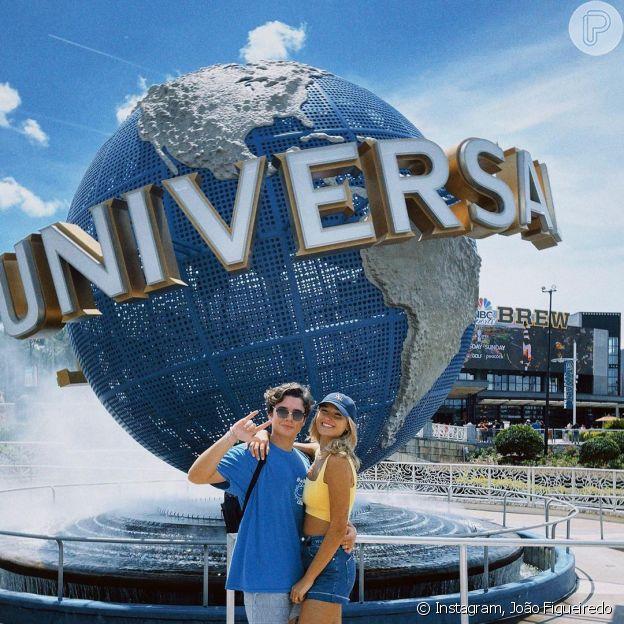 João Figueiredo e Sasha Meneghel estão visitando os parques da Universal Studios e da Disney