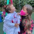 Filhas de Ticiane Pinheiro, Manuella e Rafaella posaram juntas para foto