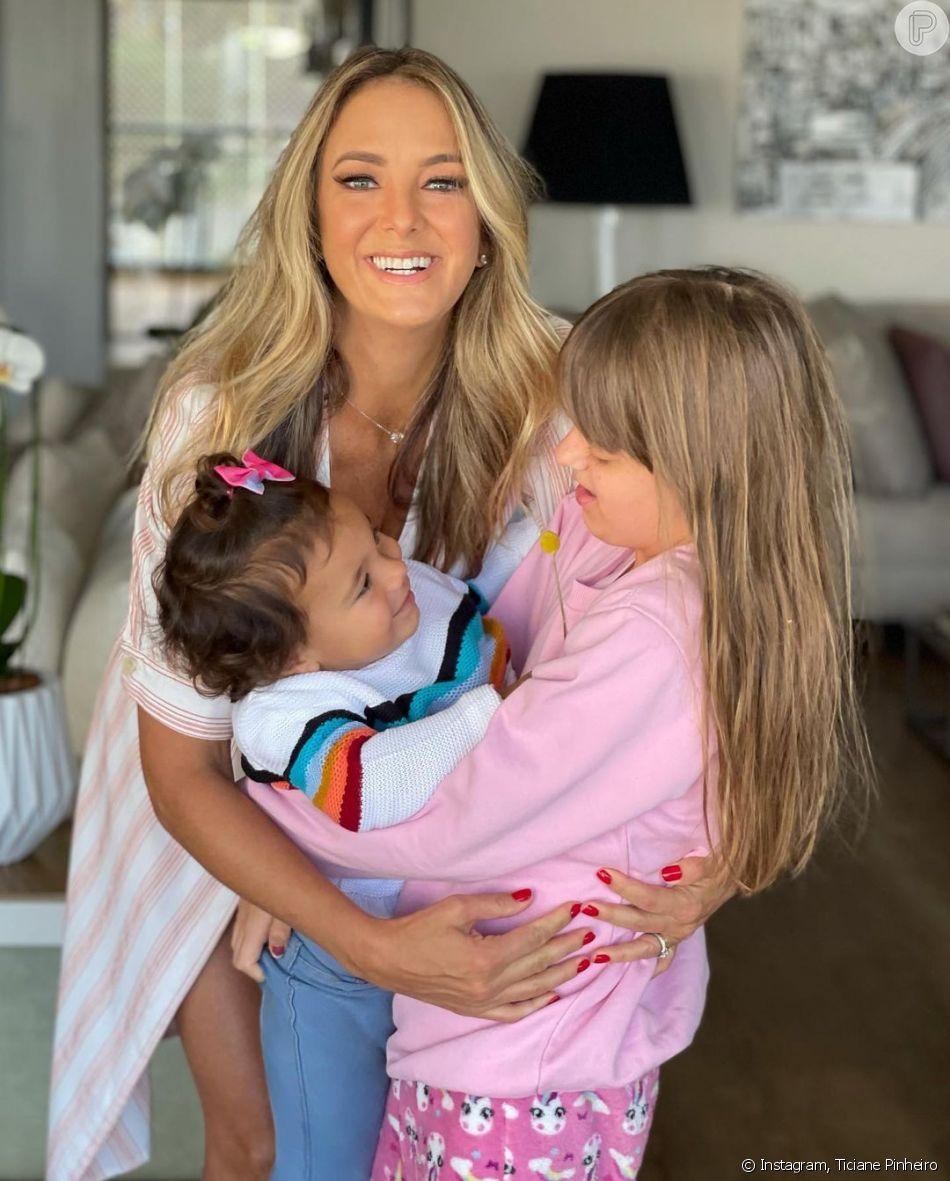 Ticiane Pinheiro se divertiu em família com as duas filhas, Manuella e Rafaella