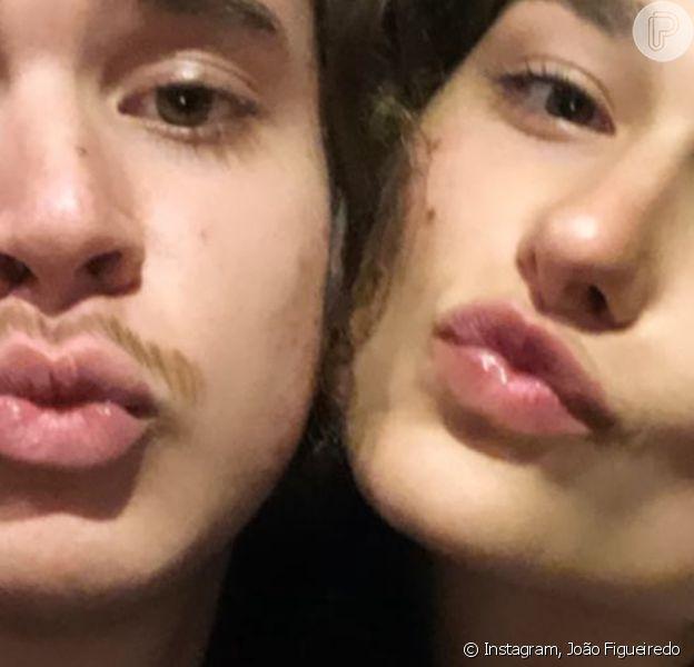João Figueiredo lembrou foto pré-namoro com Sasha Meneghel em festa julhina de 2019 na casa de Bruna Marquezine