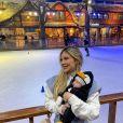 Filha de Virgínia Fonseca usou fantasia de pinguim durante viagem a Gramado