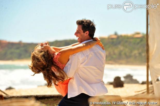 Ester (Grazi Massafera) e Cassiano (Henri Castelli) planejam se casar em 'Flor do Caribe', a nova novela das seis da TV Globo, que estreia em 11 de março de 2013