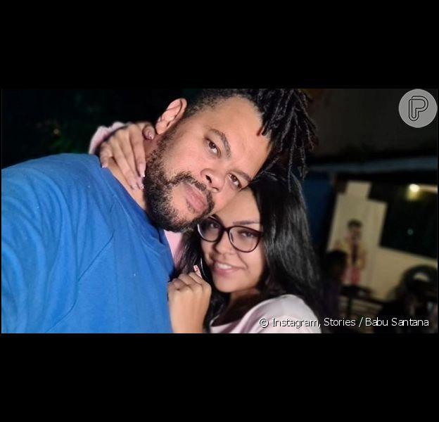 Babu Santana está namorando Lívia Maria, que rebateu críticas sobre idade e interesse
