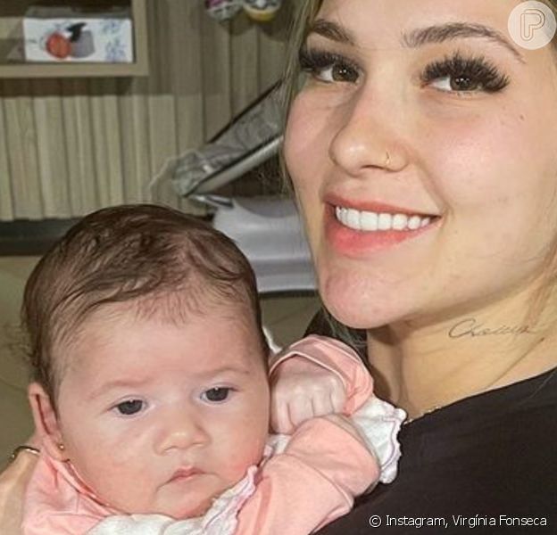 Virgínia aparece com Maria Alice nos braços e avisa que foto foi tirada por Zé Felipe