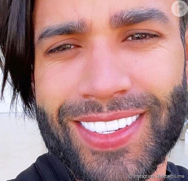 Gusttavo Lima apareceu com os cabelos mais compridos em sua rede social