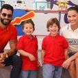 Gusttavo Lima e Andressa Suita estão com os filhos em Angra dos Reis
