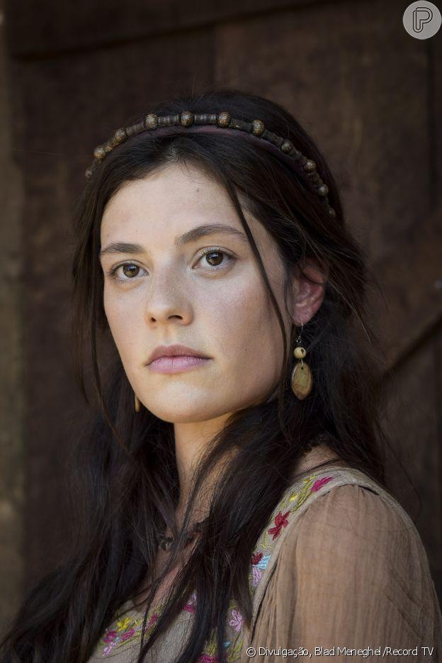 Novela 'Gênesis': Zilpa (Lina Mello) se torna concubina e mãe de filhos de Jacó (Miguel Coelho) assim como sua irmã, Bila (Allana Lopes)