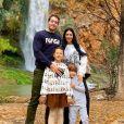 Simaria em foto de férias com o marido, Vicente, e os filhos, Giovanna e Pawel