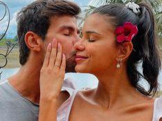 Jakelyne e Mariano tiram curativo e mostram antes e depois de cirurgia no nariz. Veja!
