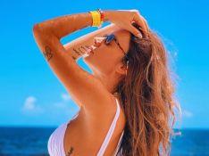 Thaila Ayala exibe barriga de grávida na praia: 'Botando a barriga no sol'. Veja!