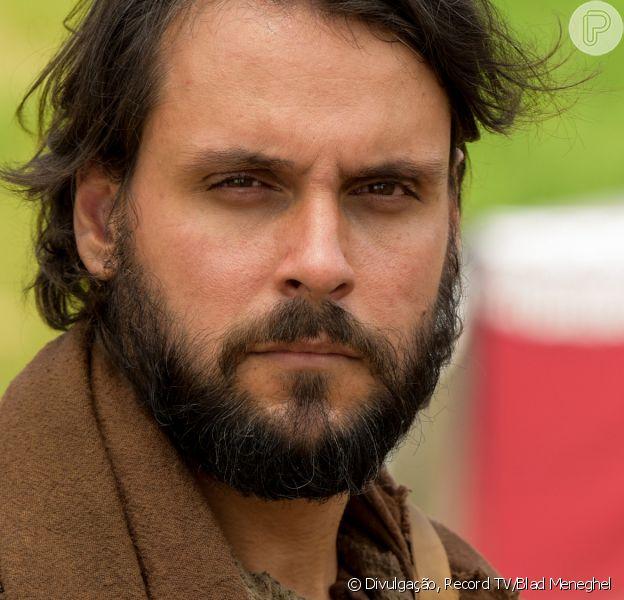 Novela 'Gênesis': Rúben (Felipe Cunha) avança em José (Juliano Laham) após decisão do pai, Jacó (Petronio Gontijo). 'Queria tomar o meu lugar'