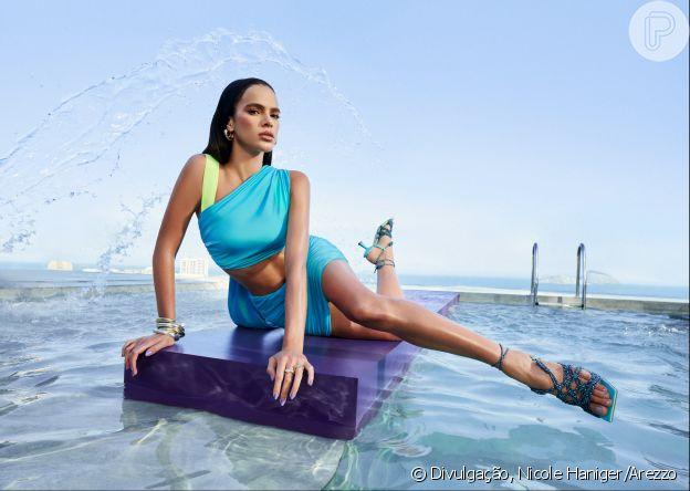 Bruna Marquezine com square toes em campanha