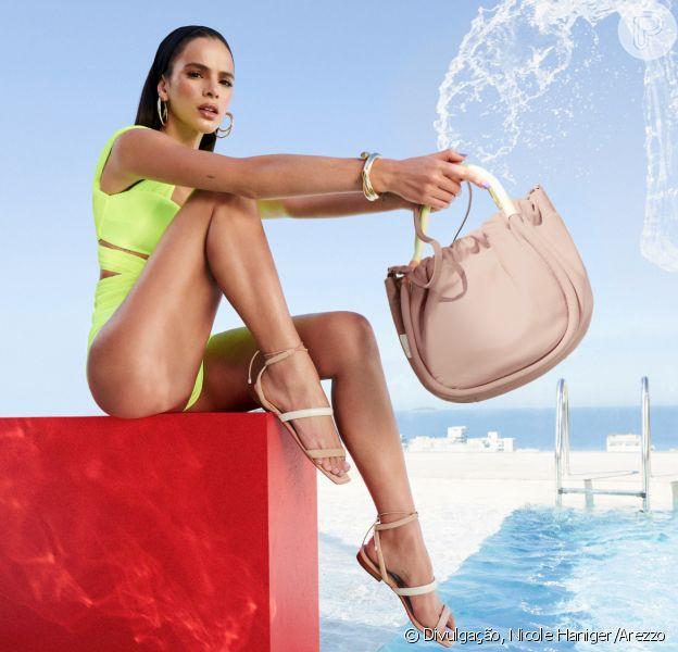 Square toes, neon e mais 4 trends usadas por Bruna Marquezine para o Verão 2022