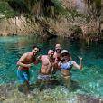 Marília Mendonça e Murilo Huff estão viajando com amigos