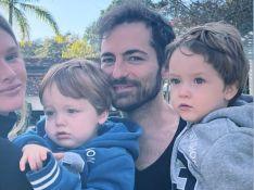 Filho de Paulo Gustavo e Thales Bretas canta e faz carinho no pai: 'Me botando pra dormir'