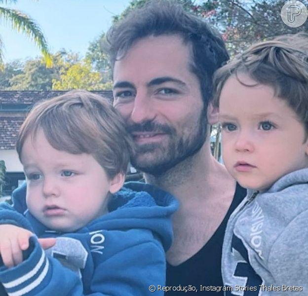 Thales Bretas mostrou um de seus filhos com Paulo Gustavo fazendo carinho para ele dormir