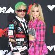 Avril Lavigne posou com o namorado, Mod Sun, no red carpet do VMA 2021