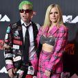 Avril Lavigne e o namorado,    Mod Sun, marcaram presença no VMA 2021