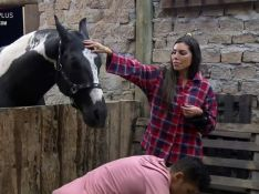 'A Fazenda 13': MC Gui faz barraco com Liziane Gutierrez em tarefa com animais. 'Ignorante'