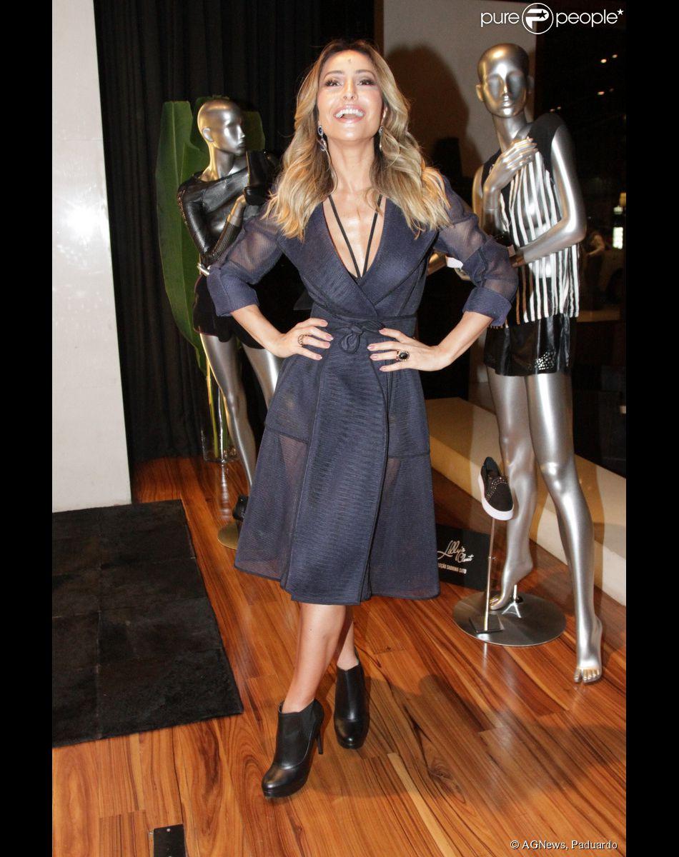 ebeb53395b20a Sabrina Sato prestigia lançamento de coleção e mostra boa forma com look  todo preto e com