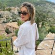 Sasha Meneghel apareceu com cabelo curto ao fazer fotos em paisagem espanhola