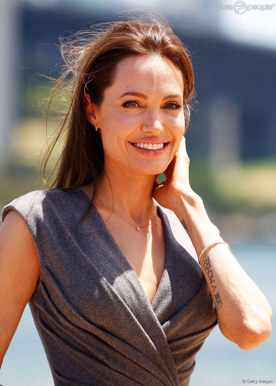 Angelina Jolie pretende investir na carreira de diretora, mas não planeja parar de atuar agora