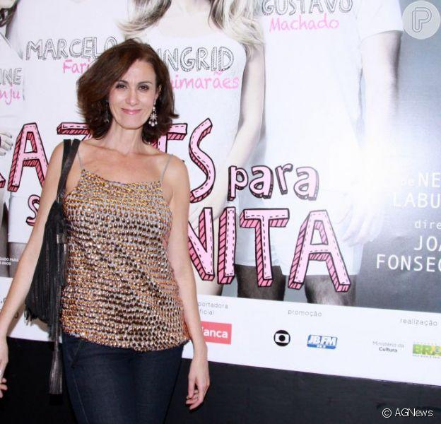 Márcia posa na estreia para convidados da peça 'Razões para ser bonita', em outubro de 2012