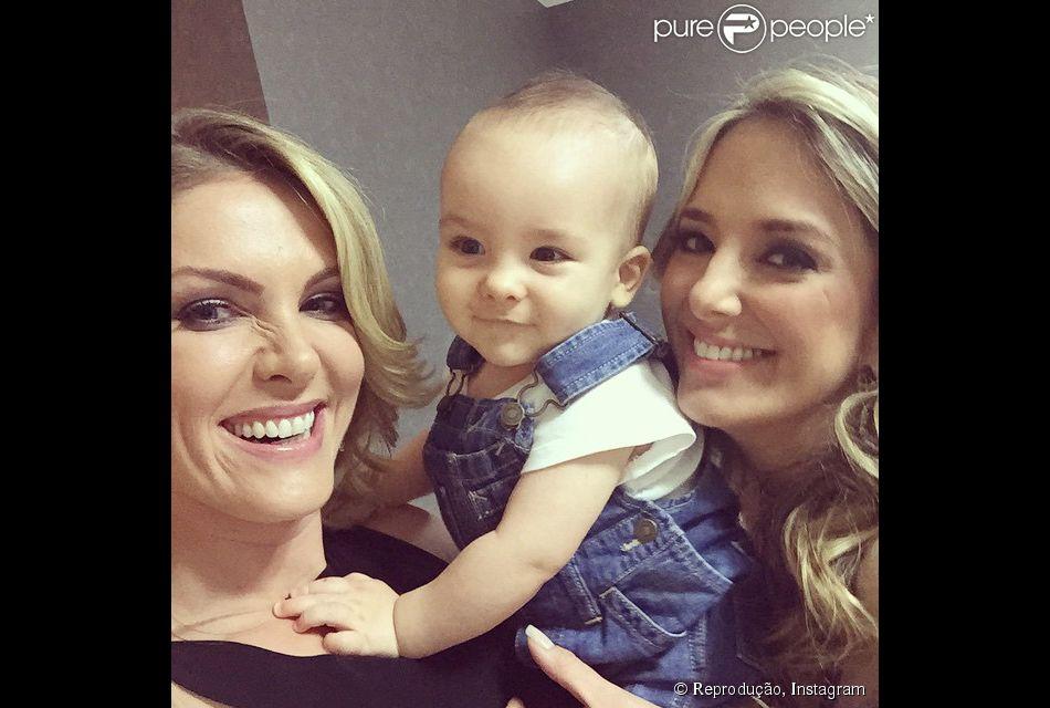 Ana Hickmann posa com o filho, Alexandre Jr., e Ticiane Pinheiro para foto fc5d41004e
