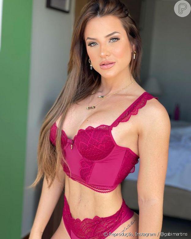 Gabi Martins faz carão e exibe cintura fina em novas fotos de lingerie