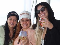 Marília Mendonça, Maiara e Maraisa aproveitam praia em dia nublado no Rio: 'Vamos de qualquer jeito'