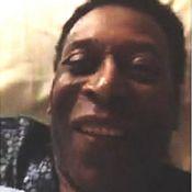 Pelé aparece sorridente ao falar com a filha por videoconferência: 'Te amo'