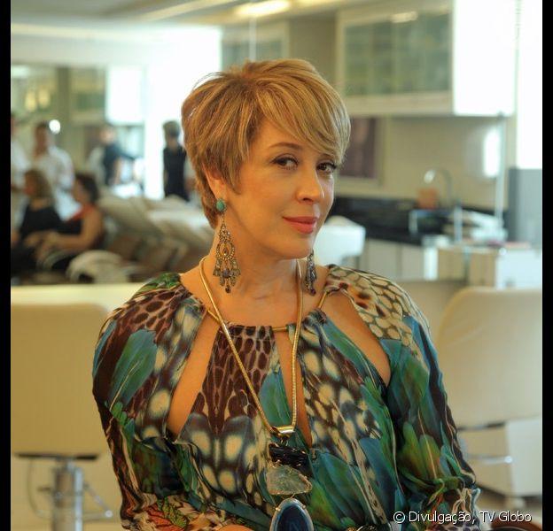 Claudia Raia chega aos 48 anos nesta terça-feira, 23 de dezembro de 2014, com os cabelos curtíssimos